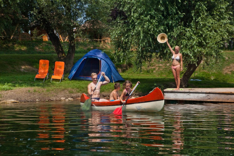 Istraživanje rijeke Kolpe s kanuom. Naš partnerski kamp Kamp Podzemelj. Vir: Jošt Gantar